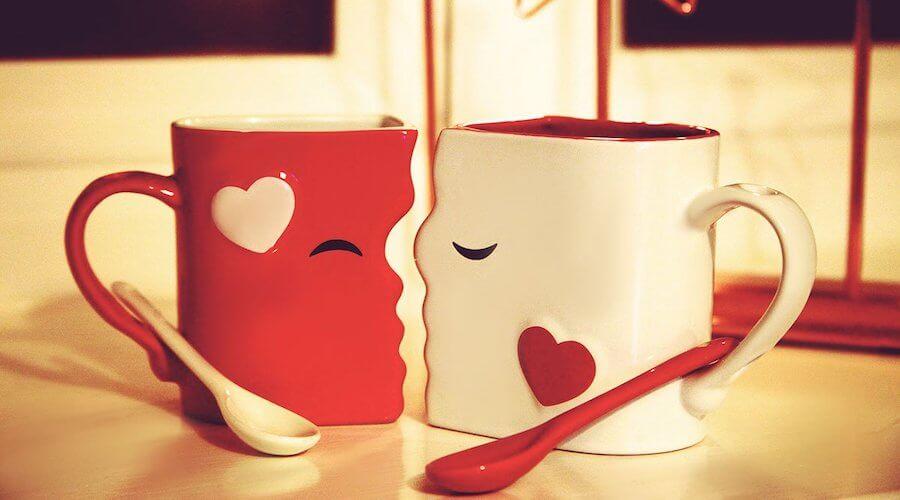 Kissing Mugs Set