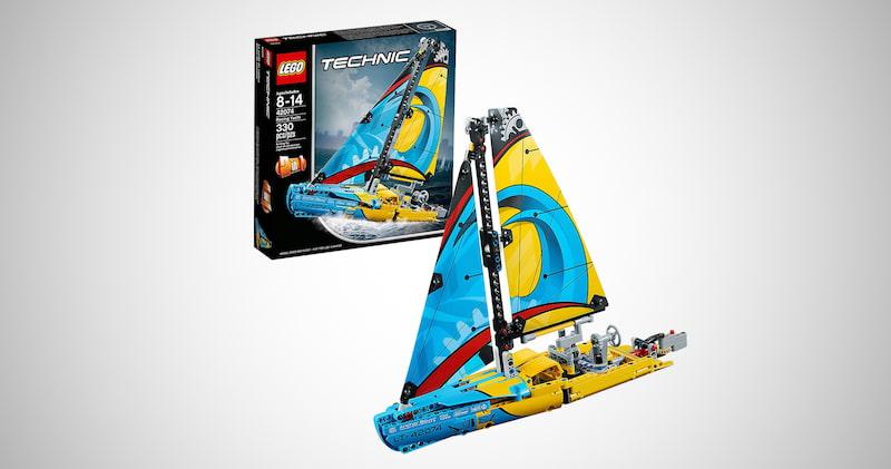 LEGO Technic Racing Yacht