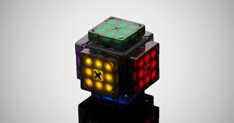 The World's First Intelligent Robot Cube